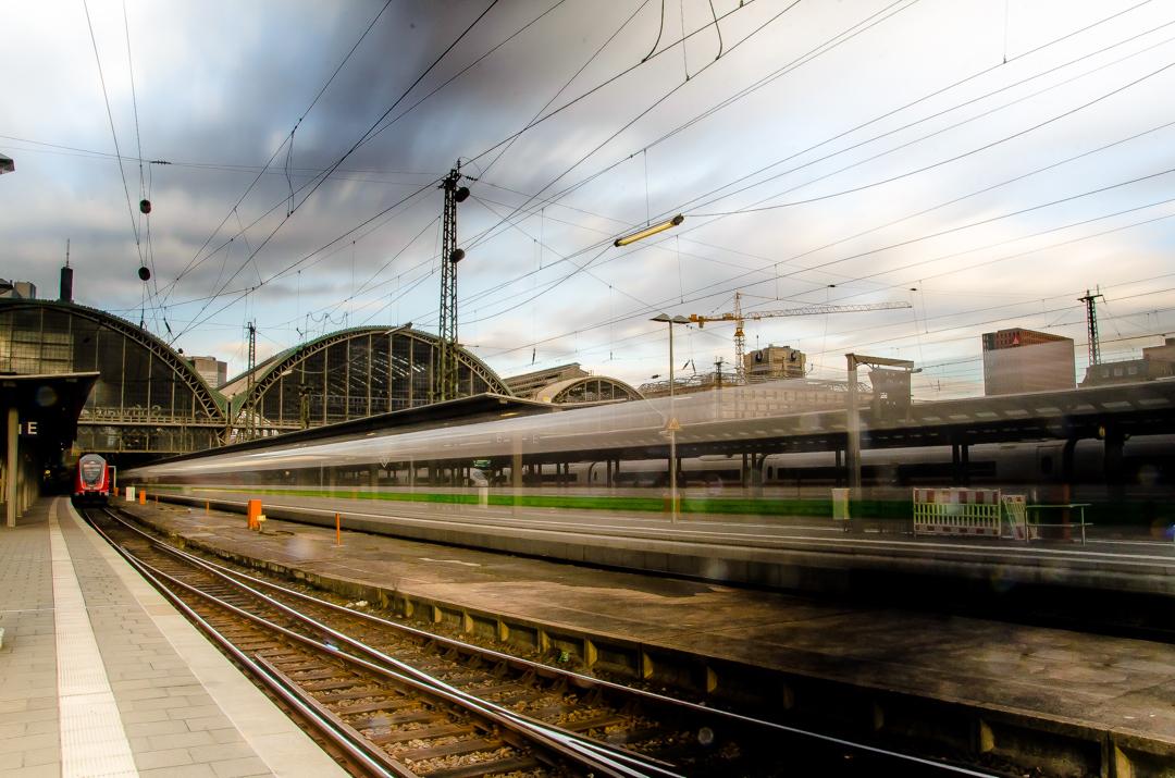 Ein grüner ICE auf dem Weg nach Berlin @deutschebahn @longexpoelite