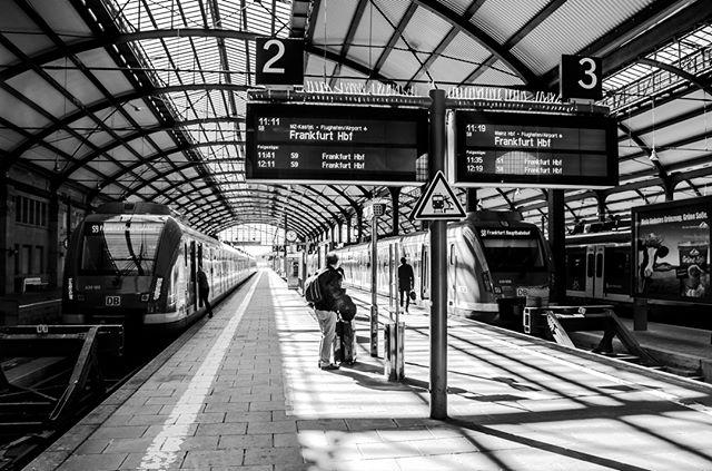 Wiesbaden Hauptbahnhof @welovewi @merkurist_wiesbaden @mywiesbadenmoments @trains_im_rmv @deutschebahn